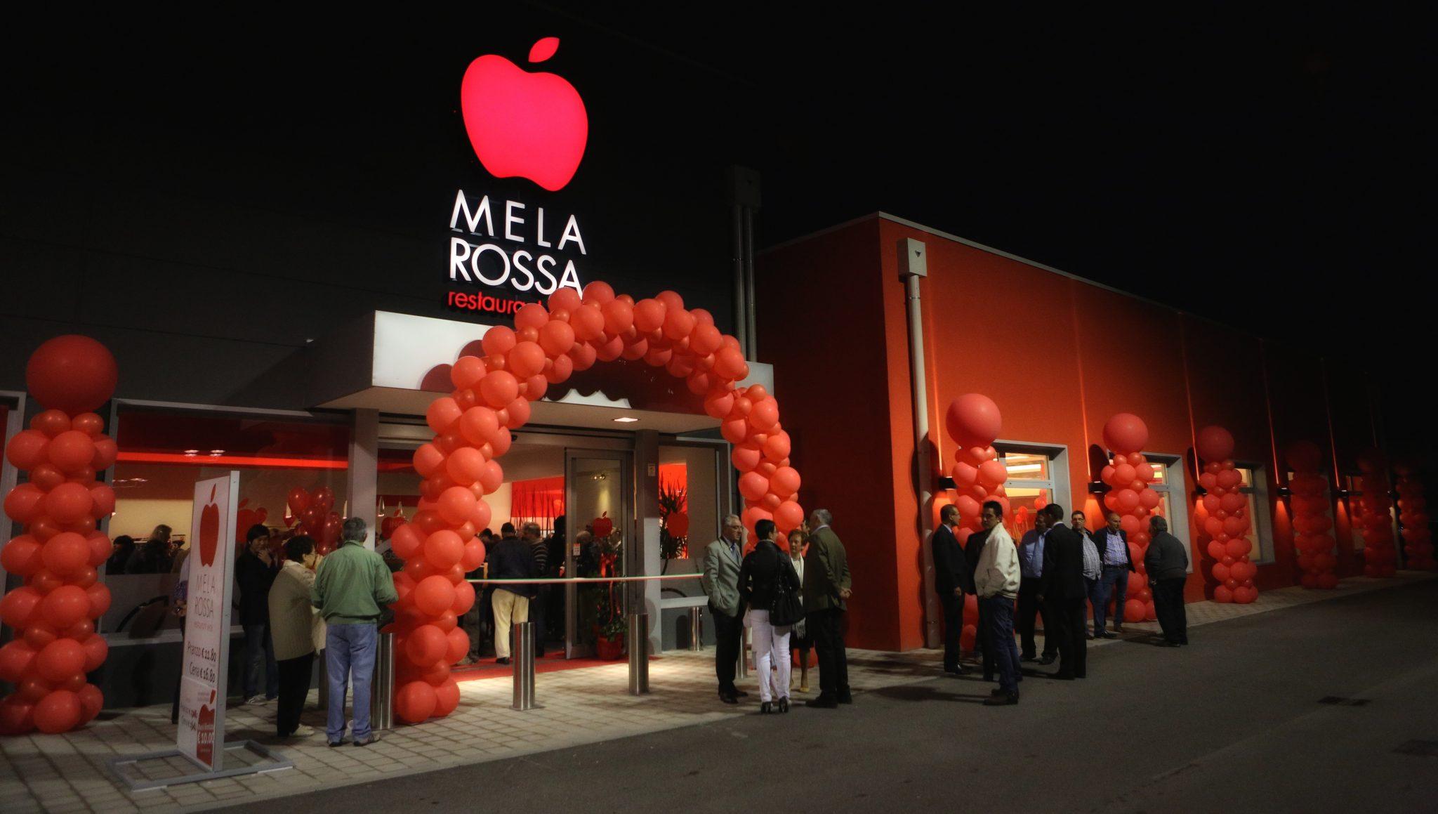 Palloncini personalizzati per l'inaugurazione del ristorante Mela Rossa