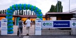 Palloncini personalizzati con il logo, due archi verdi e azzurri