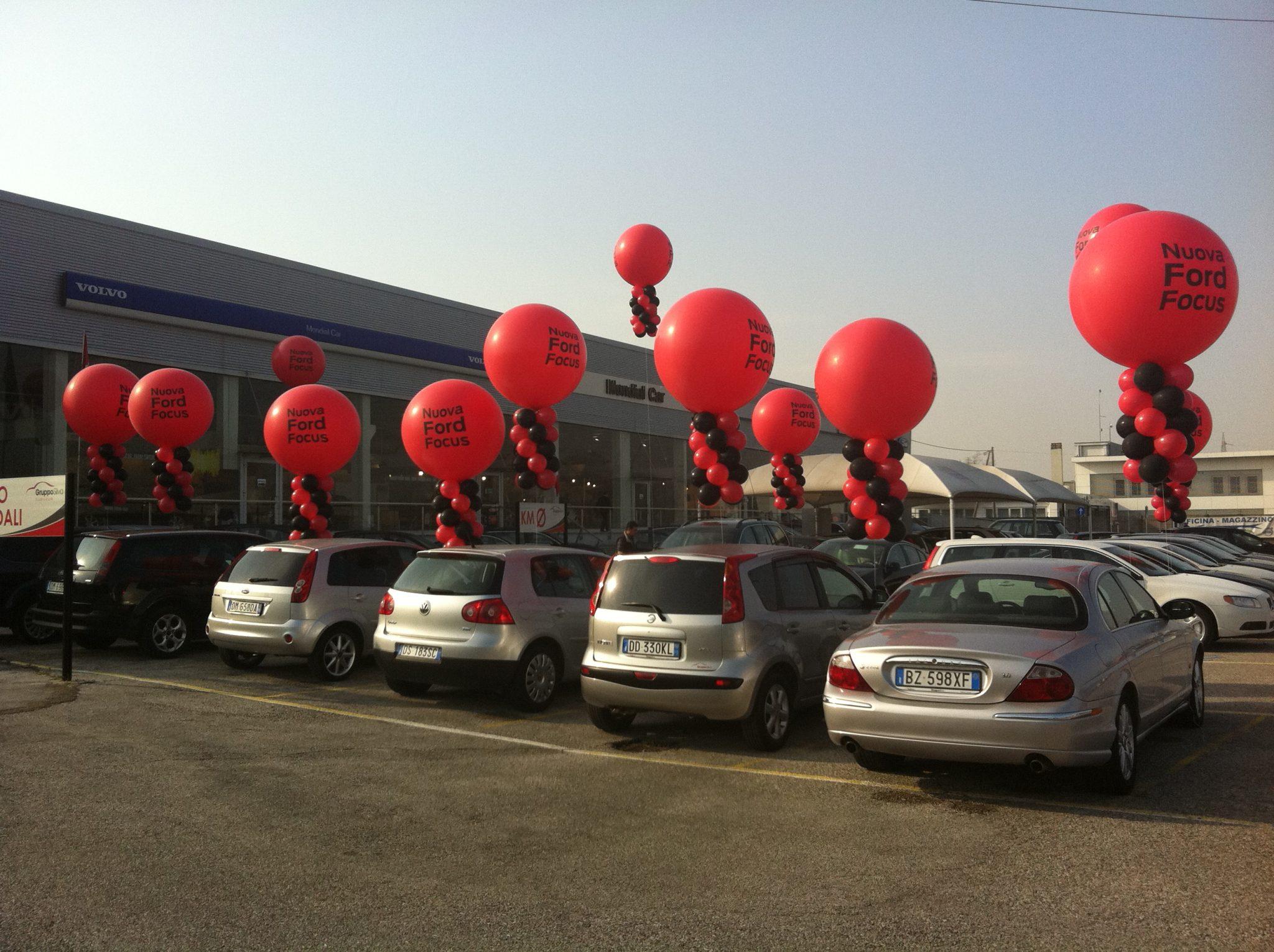 Palloncini personalizzati e mongolfiere ad elio al lancio promozionale Ford Focus Padova e Mestre
