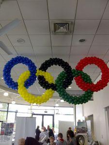 creazione di palloni con simbolo delle olimpiadi