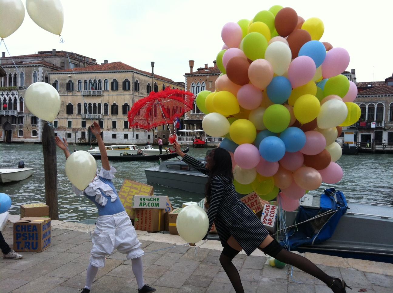 Allestimenti Eventi il Palloncino diventa arte alla Biennale di Venezia