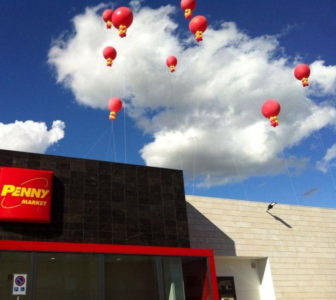 Penny Market Pordenone. Grande inaugurazione con palloni giganti