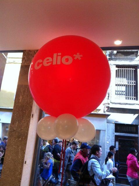 palloncini brandizzati: pallone gigante rosso gonfiato ad elio con stampa bianca