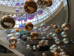 sfere gonfiabili a specchio per natale