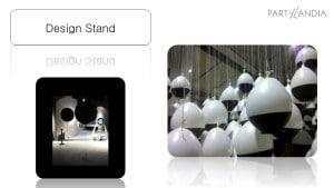 esempi di scenografie per stand fieristici moderni con palloni enormi sospesi