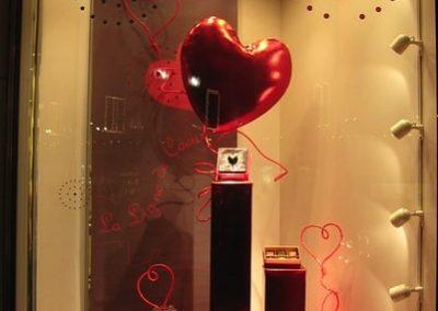 elegante Allestimento Vetrine San Valentino