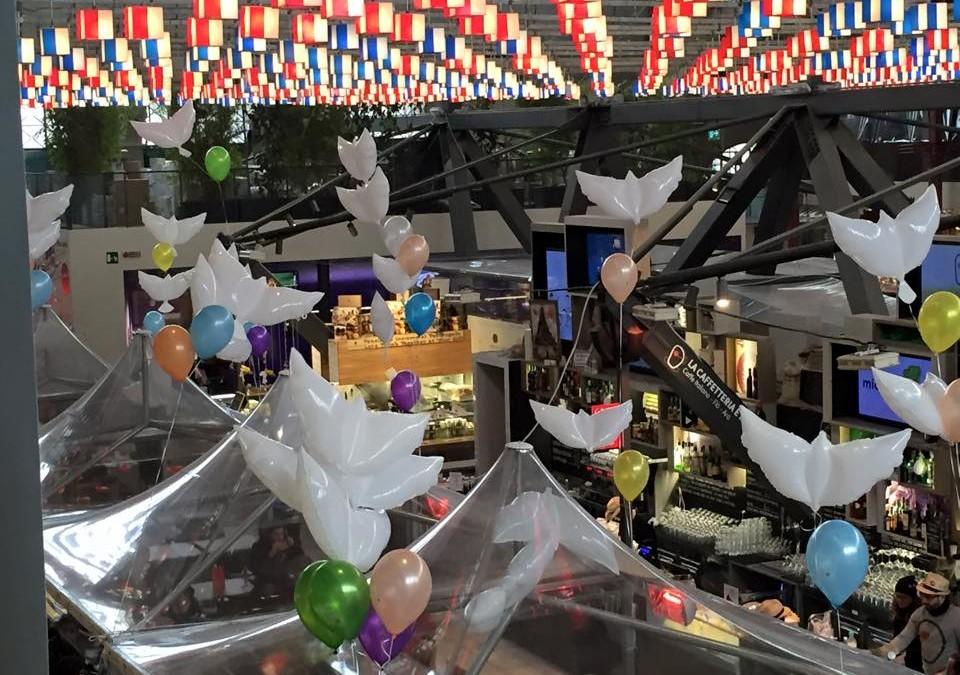allestimenti personalizzati per pasqua con colombe e palloncini colorati