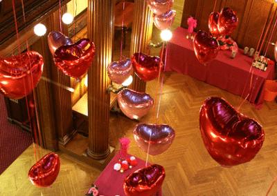 Allestimento Vetrine San Valentino con cuori