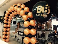 arco di palloncini con pallone gigante personalizzato