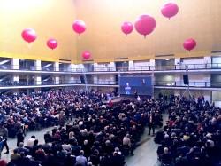 palloni giganti rossi per allestimento sala convegni