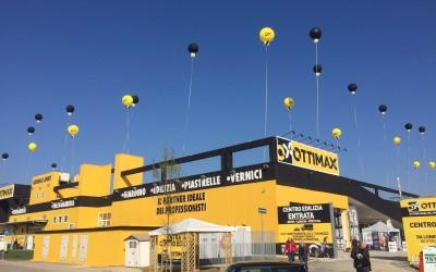 Palloni ad elio giganti : inaugurazione Ottimax Cesena