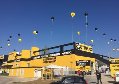 Allestimenti feste aziendali palloni ad elio giganti gialli e neri sospesi