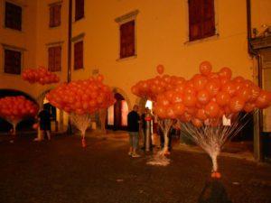 street marketing palloni arancioni