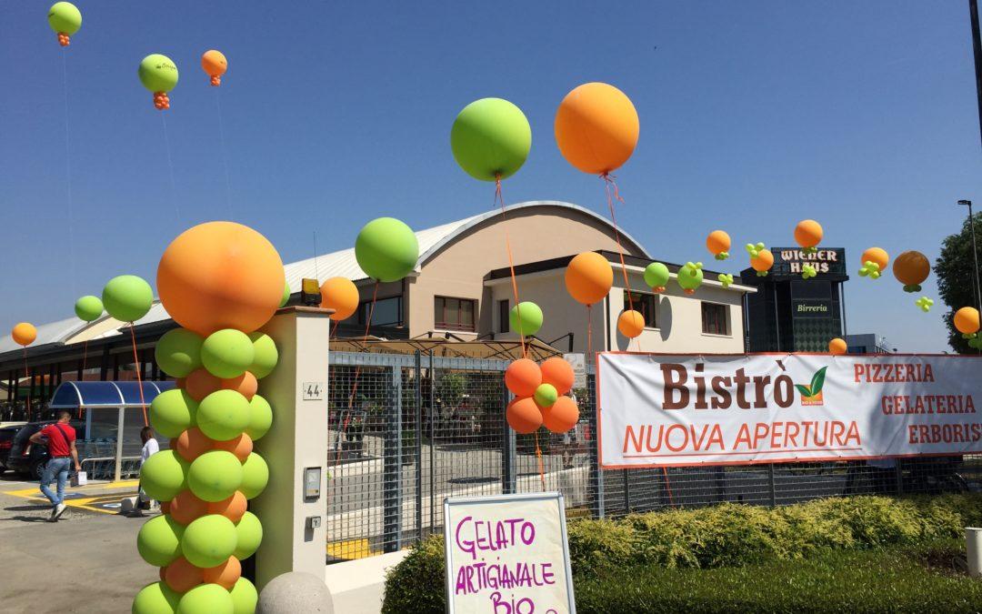 palloncini pubblicitari colorati verde e arancione