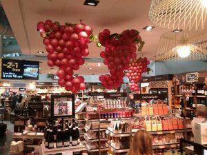 pubblicità con i palloncini per festa del vino