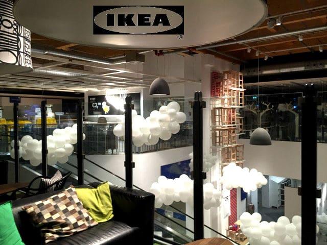 Allestimento con palloncini: Ikea e le nuvole bianche