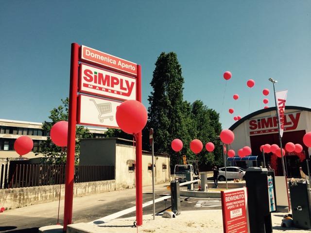 Inaugurazione con palloncini personalizzati per il Simply di Pescara