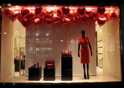 Allestimento Vetrine San Valentino rosse