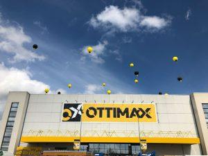 inaugurazione palloni giganti sul tetto