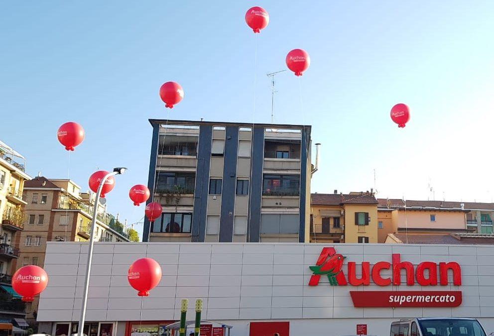 guerrilla marketing con palloncini pubblicitari e hostess