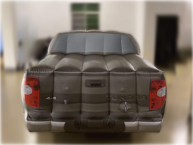Automobile gonfiabile gigante modello Toyota